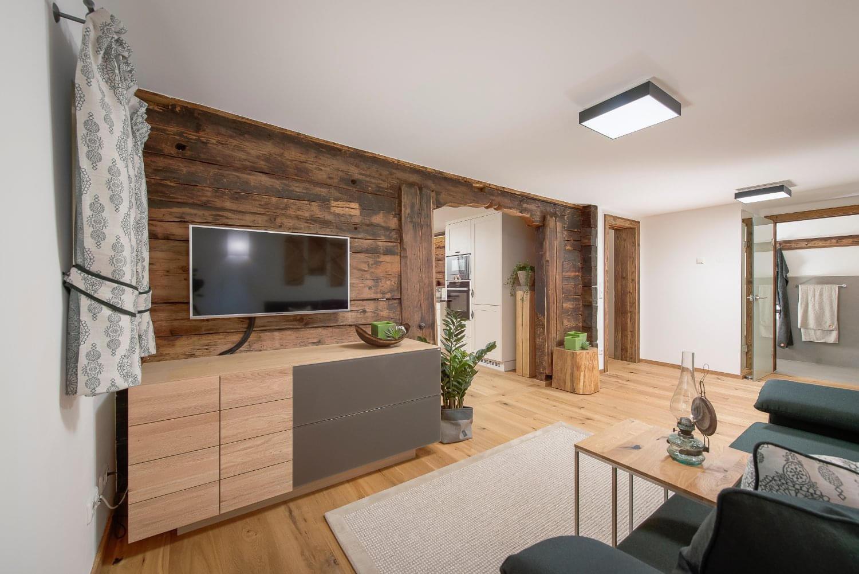 Tapetengestaltung im wohnzimmer modern steinwand im for Bilder tapetengestaltung